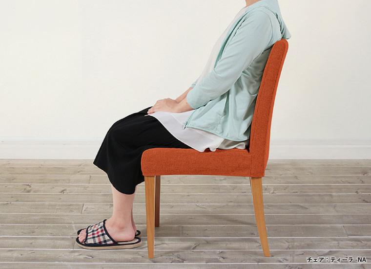 豊かな座り心地と背当たりの良いミドルバック